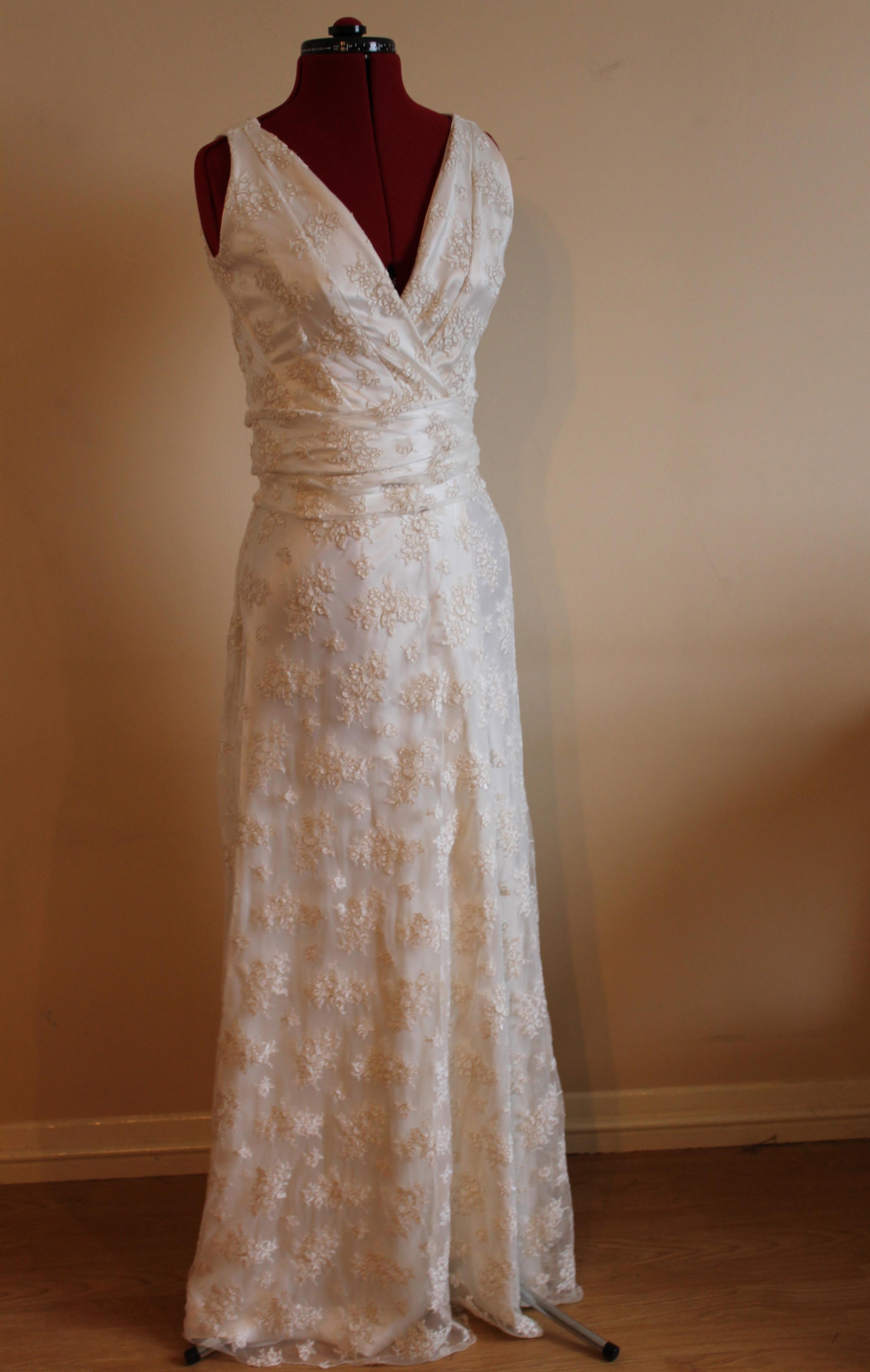 Wrap around lace vintage style wedding dress the vintage for Old style wedding dresses